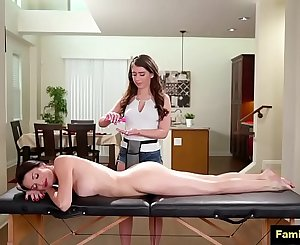 Stepmom full figure massage to daughter