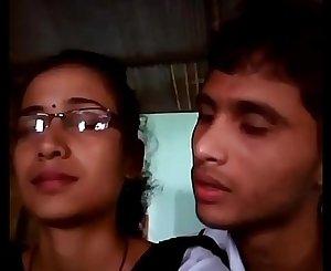 College boy & woman lipkiss in dhaba/Telugu college lovers fucking mms